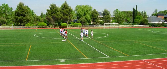 Instalación de Campos de Fútbol de Césped Artificial | VerdePadel