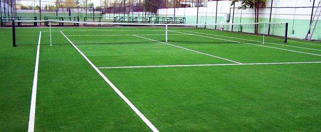 Pistas de tenis con césped artificial