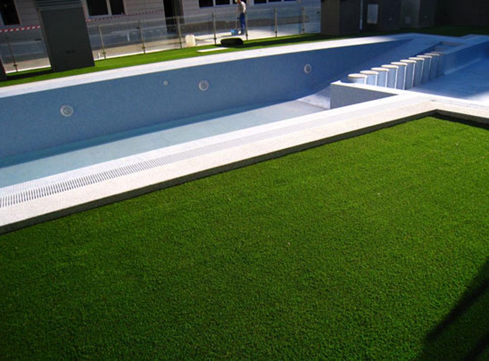 Piscina comprar c sped artificial instalar cesped for Instalar piscina precios